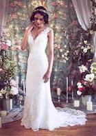 Sheath/Column V Neck Sleeveless Court Train Lace Wedding Dress With Appliqued