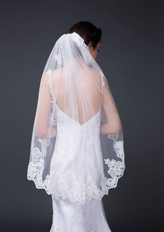 One-tier Lace Applique Edge Tulle Fingertip Bridal Veils With Lace