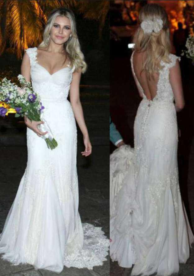 Sheath/Column Sweetheart Sleeveless Court Train Lace Wedding Dress With Appliqued Beading