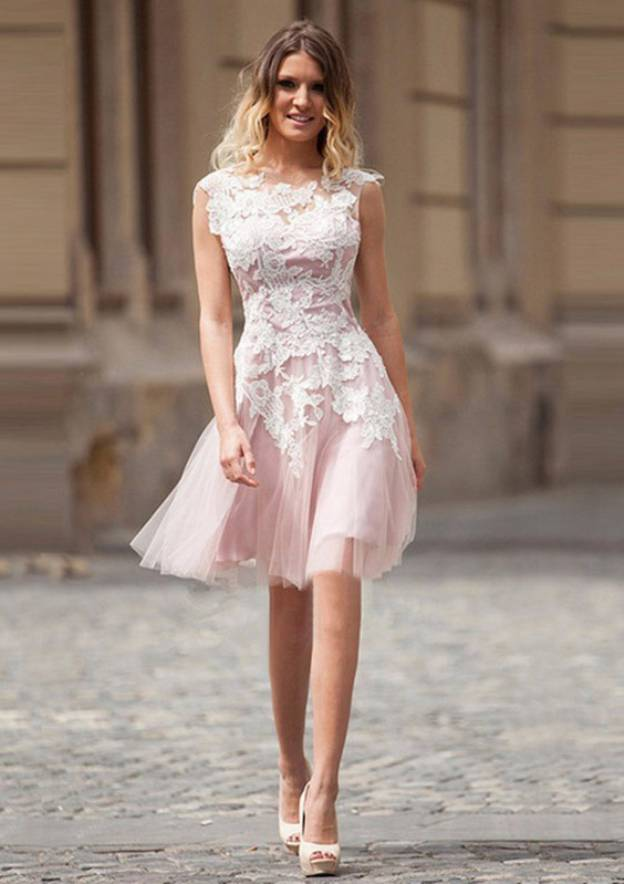 A-Line/Princess Scoop Neck Sleeveless Knee-Length Tulle Bridesmaid Dress With Appliqued