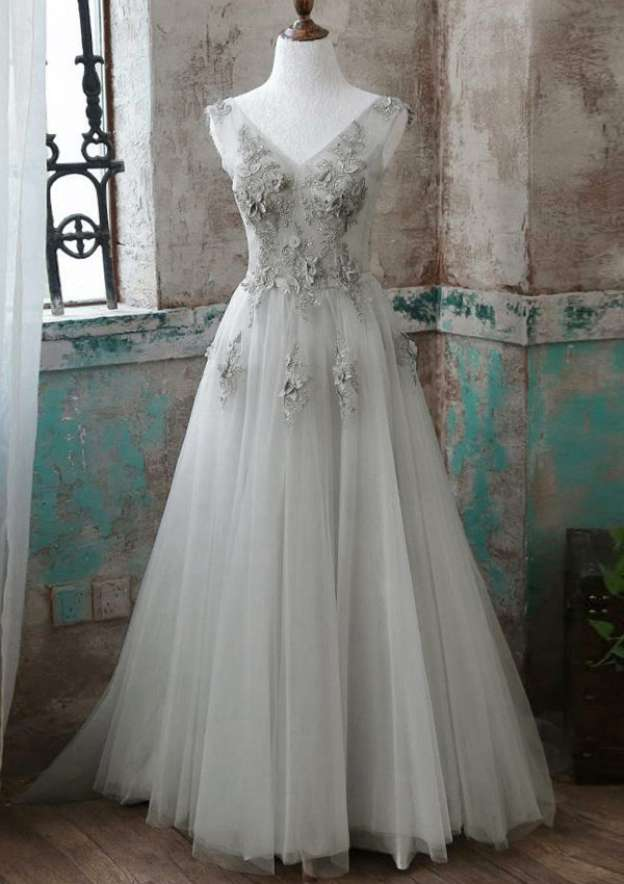 A-Line/Princess V Neck Sleeveless Court Train Tulle Prom Dress With Beading Appliqued