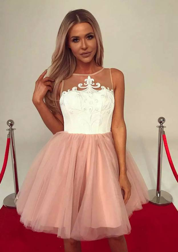 Ball Gown Bateau Sleeveless Short/Mini Tulle Homecoming Dress With Appliqued