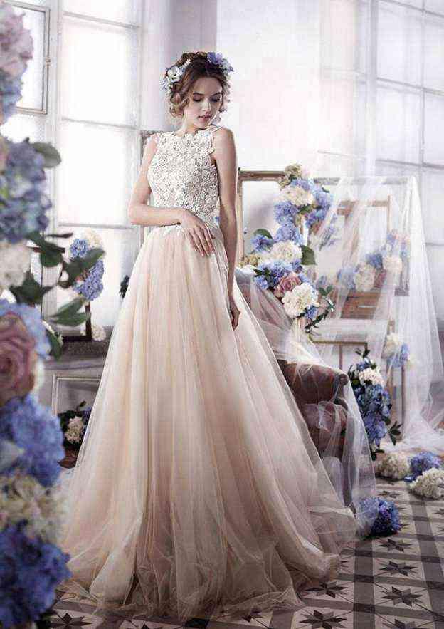 A-Line/Princess Bateau Sleeveless Sweep Train Tulle Wedding Dress With Lace