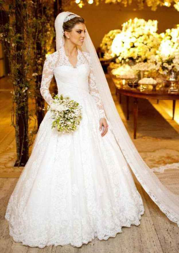Ball Gown Scalloped Neck Full/Long Sleeve Long/Floor-Length Lace Wedding Dress With Appliqued