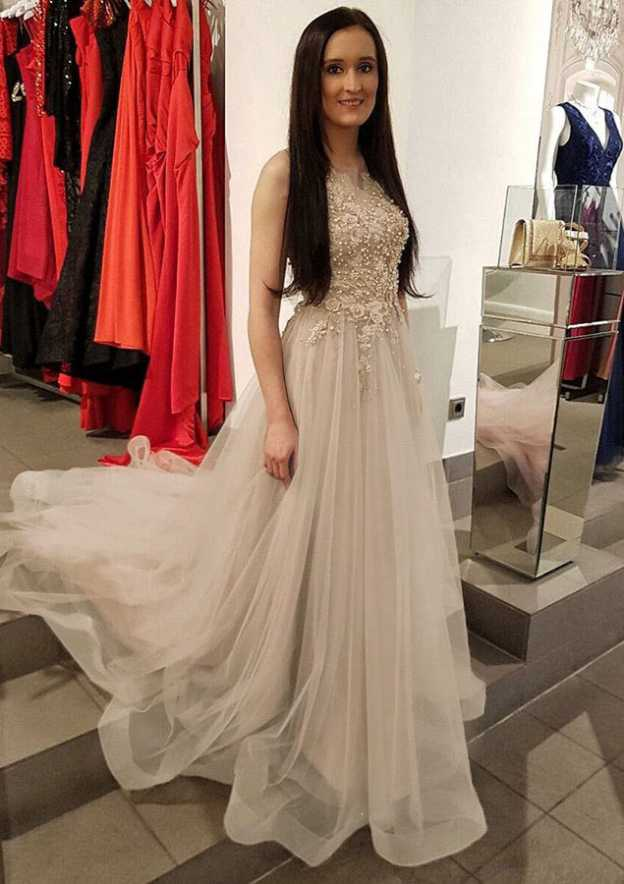 A-Line/Princess Scoop Neck Sleeveless Court Train Tulle Prom Dress With Beading Appliqued
