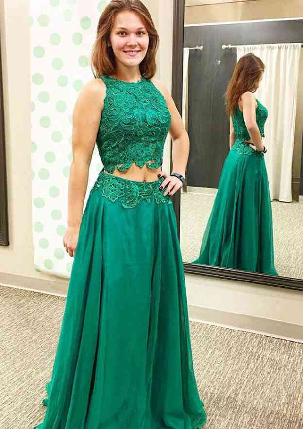 A-Line/Princess Scoop Neck Sleeveless Sweep Train Organza Prom Dress With Appliqued Lace