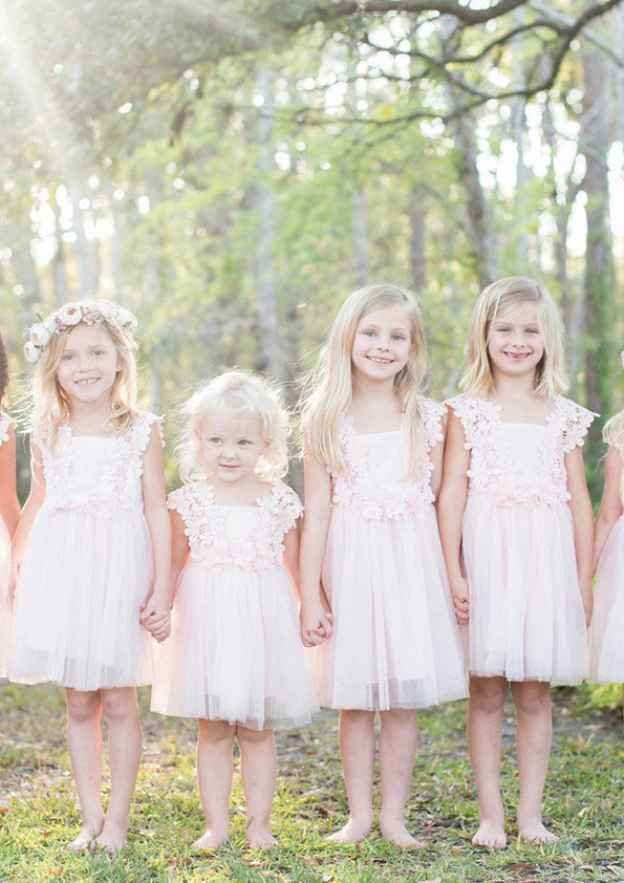 A-Line/Princess Square Neckline Sleeveless Knee-Length Tulle Flower Girl Dress With Appliqued