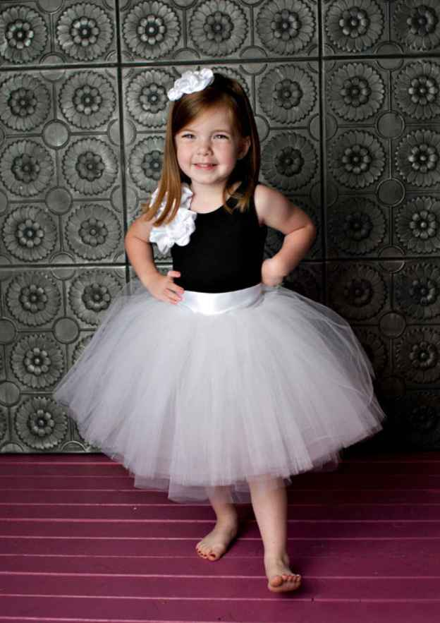 Ball Gown Bateau Sleeveless Tea-Length Tulle Flower Girl Dress With Shoulder Flower