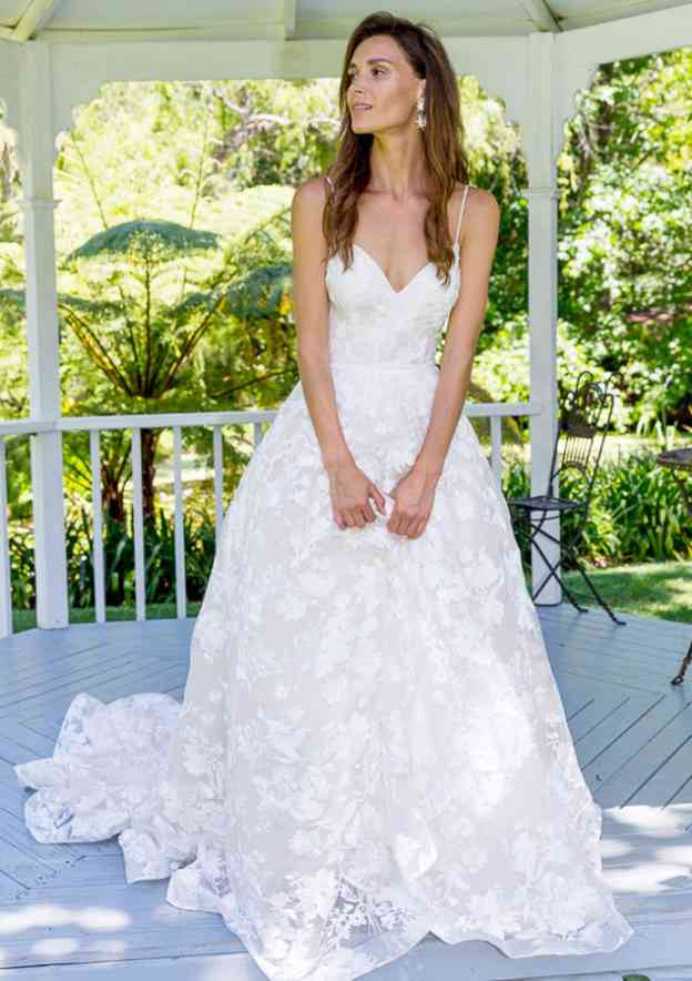 A-Line/Princess Sweetheart Sleeveless Court Train Lace Wedding Dress