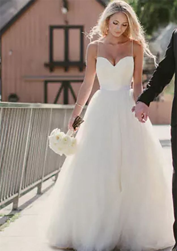 A-Line/Princess Sweetheart Sleeveless Sweep Train Tulle Wedding Dress With Sashes