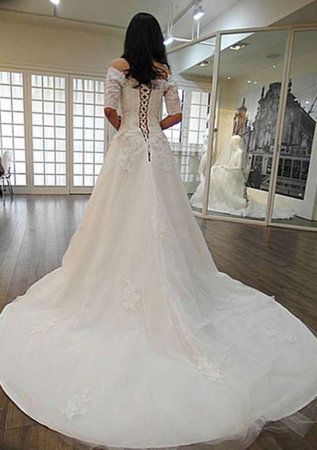 A-Line/Princess Off-The-Shoulder Half Sleeve Court Train Tulle Wedding Dress With Appliqued Lace
