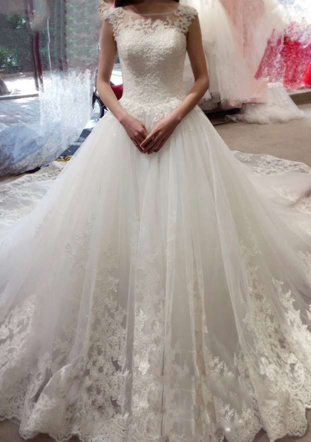 A-Line/Princess Bateau Sleeveless Cathedral Train Tulle Wedding Dress With Appliqued Lace