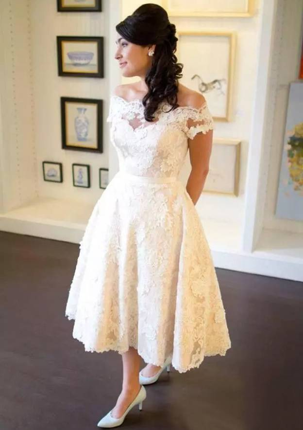 A-Line/Princess Off-The-Shoulder Sleeveless Tea-Length Lace Wedding Dress