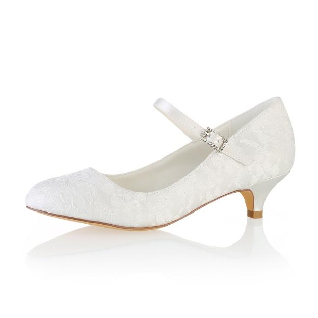 Close Toe Wedding Shoes Round Toe Kitten Heel Lace Wedding Shoes With Buckle Rhinestone