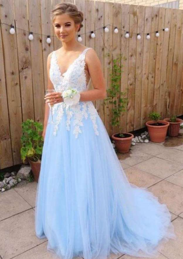 A-Line/Princess V Neck Sleeveless Court Train Tulle Prom Dress With Appliqued