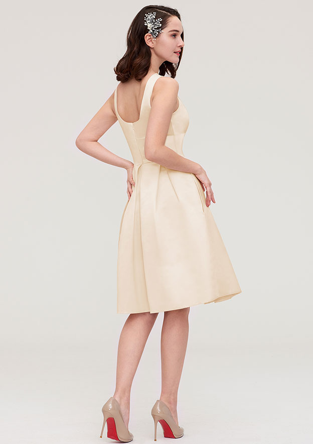 A-Line/Princess Bateau Sleeveless Knee-Length Chiffon Bridesmaid Dress With Pleated Flowers