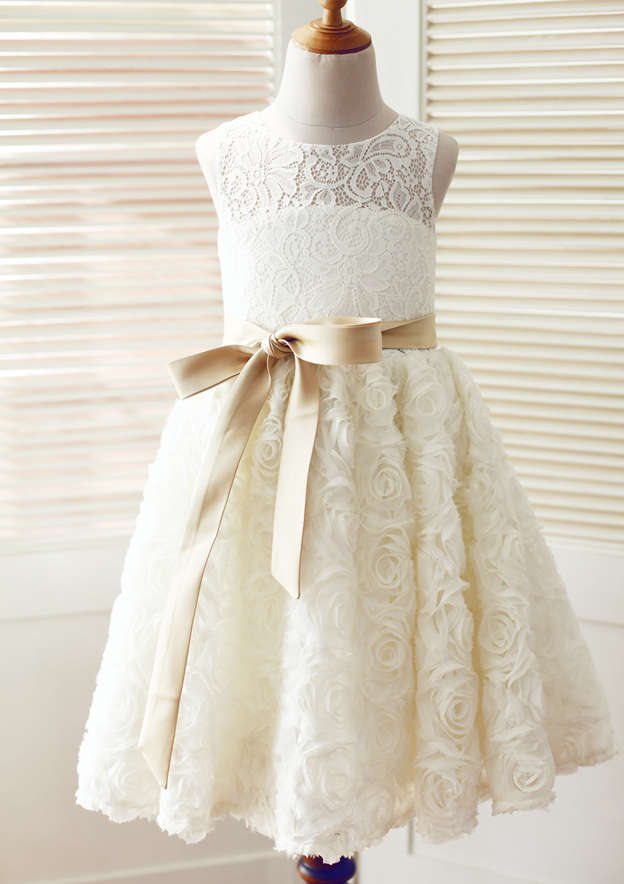 A-line/Princess Knee-Length Scoop Neck Lace Flower Girl Dress With Bowknot/Sashes