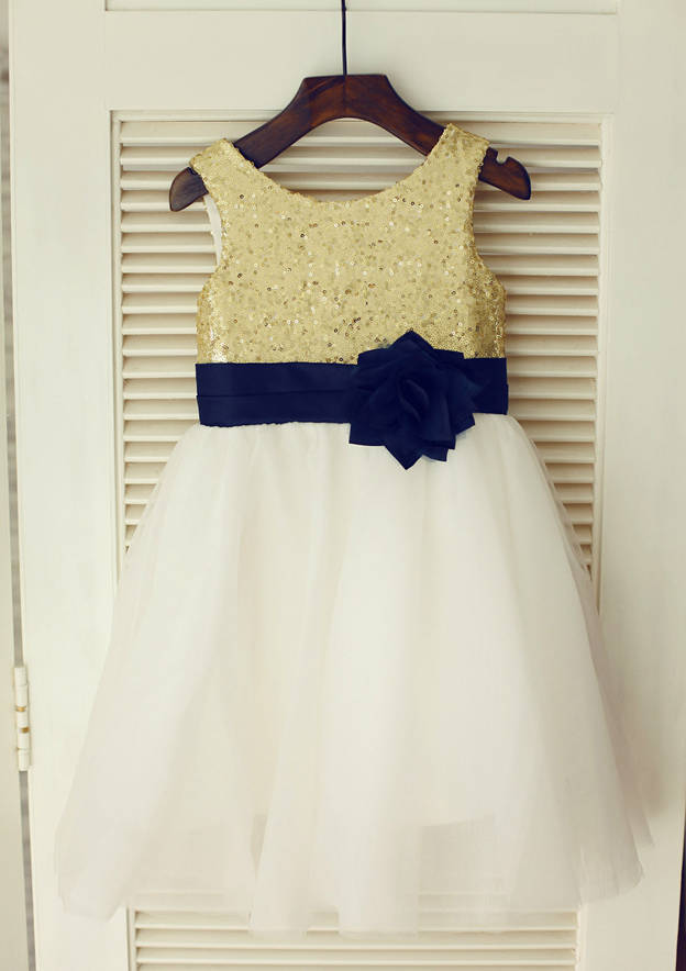 A-line/Princess Knee-Length Scoop Neck Tulle/Sequined Flower Girl Dress With Flowers