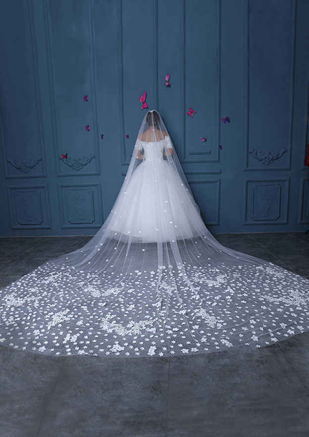 One-tier Tulle Cathedral Bridal Veils With Lace Flower