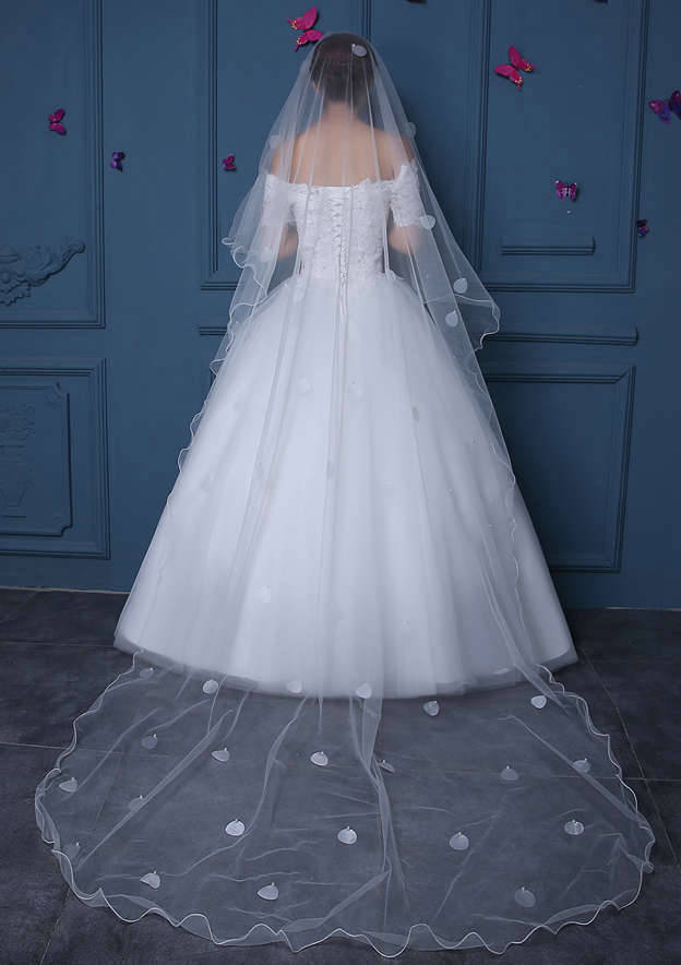 One-tier Tulle Chapel Bridal Veils With Faux Pearl/Petal