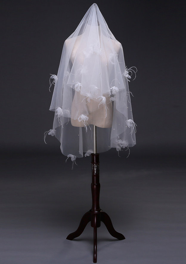 One-tier Tulle Fingertip Bridal Veils With Feather/Flower