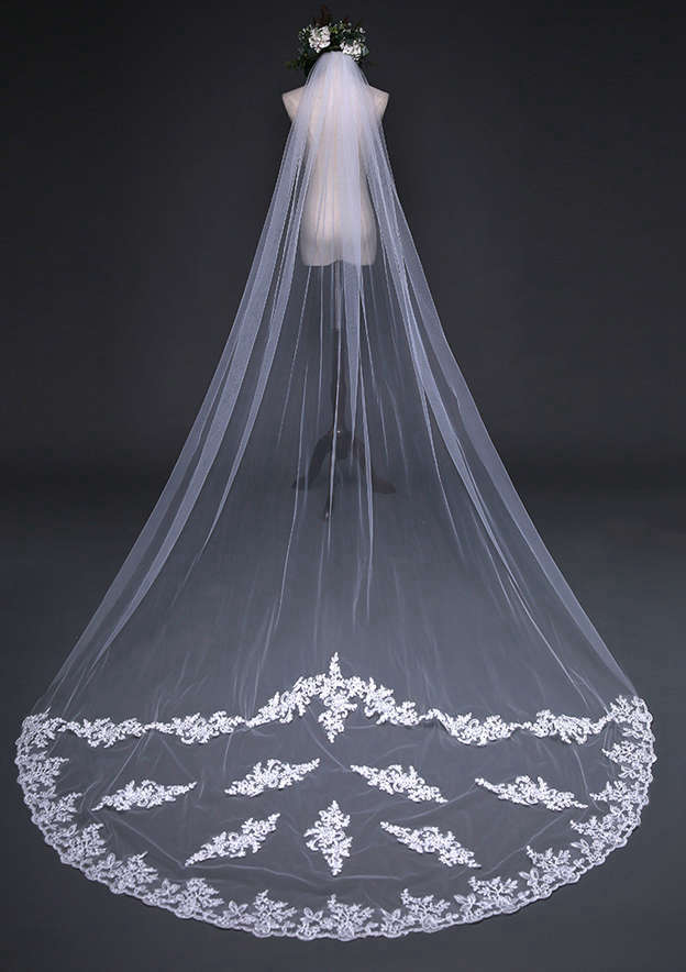 One-tier Lace Applique Edge Cathedral Bridal Veils With Applique Lace