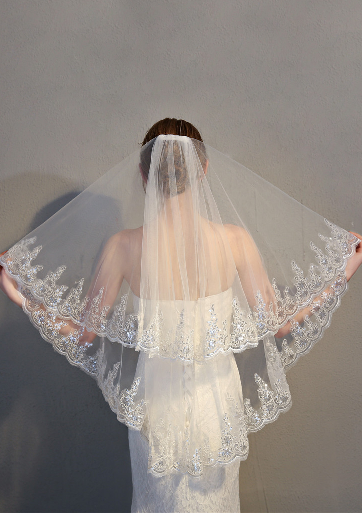 Two-tier Sequin Trim Edge Fingertip Bridal Veils With Lace/Sequin