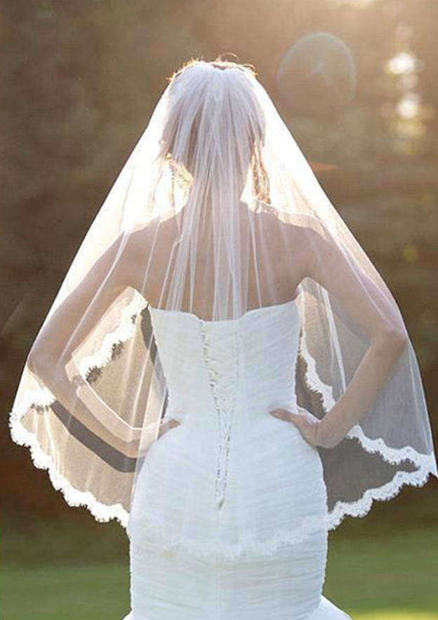 One-tier Lace Applique Edge Tulle Fingertip Bridal Veils