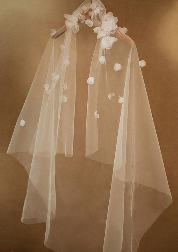 One-tier Tulle Fingertip Bridal Veils With Petal/Flower